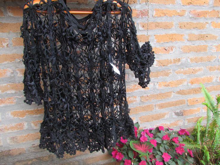 blusa en diferentes cintas , con técnicas del telarin , terminación al crochet