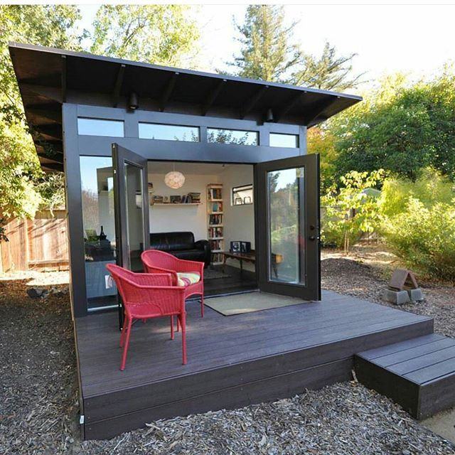 How perfect would a She-Shed be to escape to on a Sunday? I seriously want one of these in my backyard!
