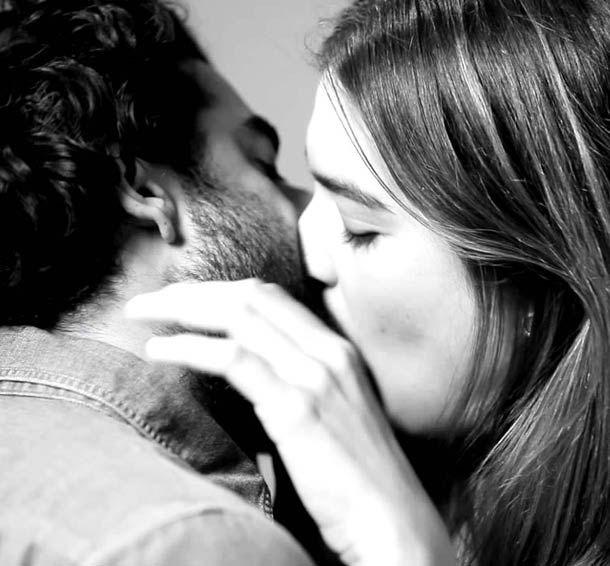 Quand des inconnus s'embrassent pour la première fois…