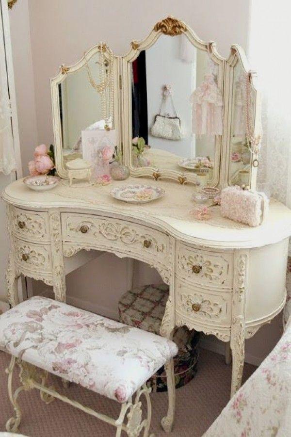 Love the fancy vintage shabby chic bedroom dresser @istandarddesign #shabbychicchristmas