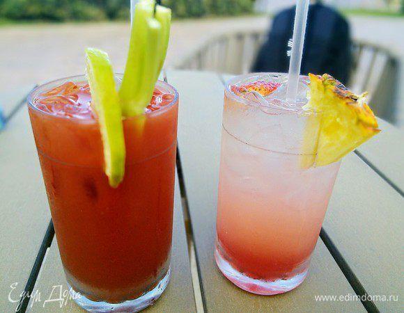 Коктейль «Для него и для нее» . Ингредиенты: водка, томатный сок, лимонный сок