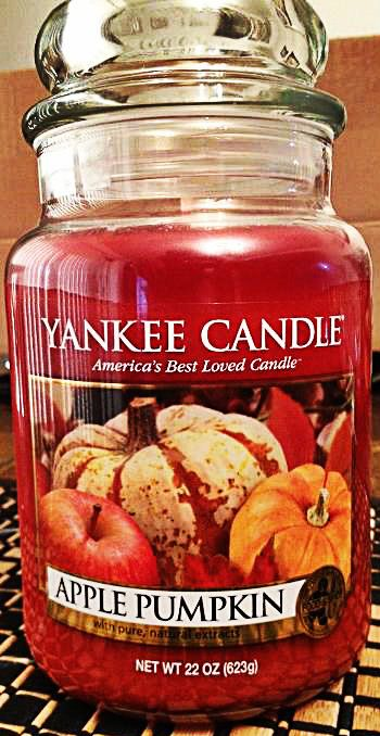 By far the best fall scent I have ever tried !! I love the Apple Pumpkin Yankee Candle ! #YankeeCandle #MyRelaxingRituals