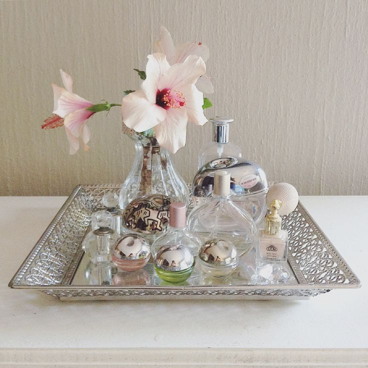 Perfume display tray. Crystal and mirrors with a pretty pink hibiscus