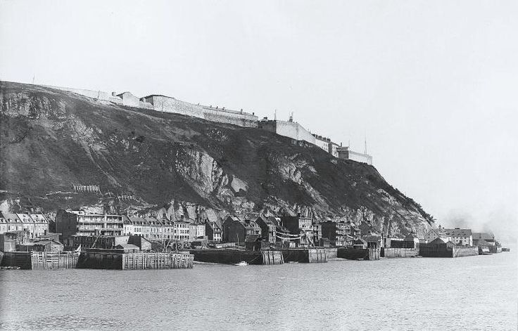 Vue de la Citadelle depuis le port - Quebec vers 1890