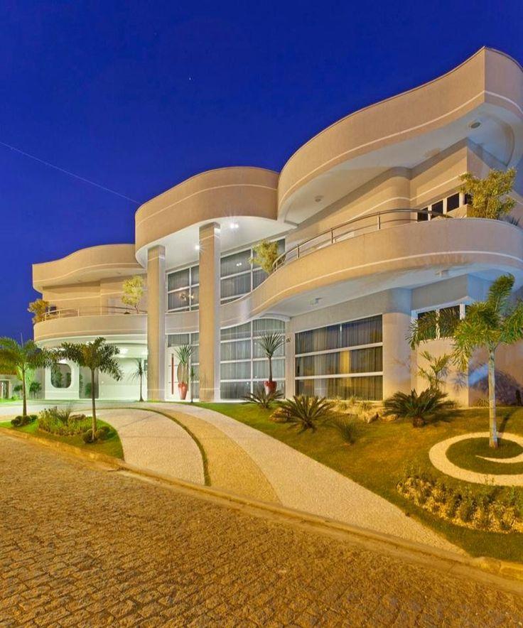 20 Fachadas de casas com linhas curvas – tendência na arquitetura! Veja muito mais fotos, dicas e informações técnicas dessa fachada em Decor Salteado! É só clicar na imagem! ; - )