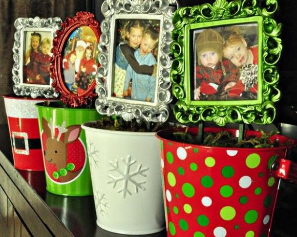 Cute diy frame topiaries with xmas buckets from the dollar store