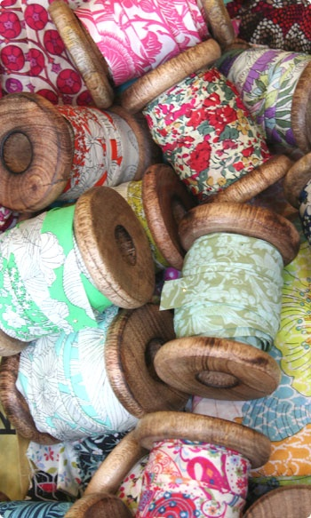 Pretty spools - picture is a great puzzle in the making