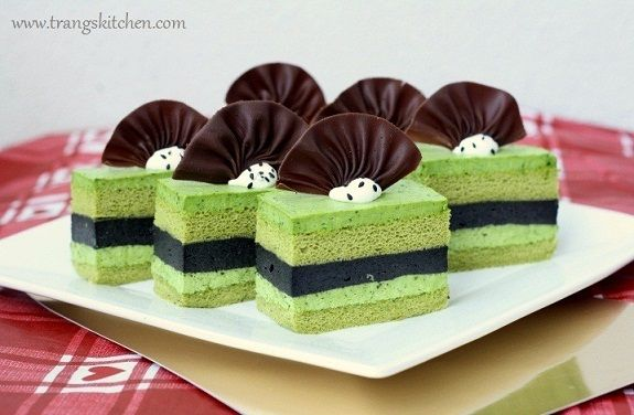 Matcha & sesame mousse cake. Looks complicated.