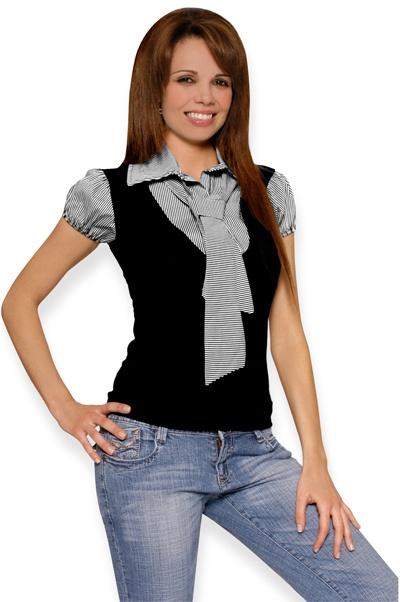 Abbigliamento da Donna  http://www.abbigliamentodadonna.it/maglietta-camicia-donna-cravattino-p-383.html Cod.Art.000502 -  Maglietta camicia da donna a manica corta dotata di simpatico cravattino removibile e maniche arricciate. Questa particolare maglietta da l'effetto di una camicetta indossata sotto un golfino.
