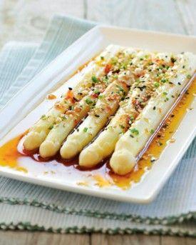 Witte asperges met oosterse dressing - Recepten - Culinair - KnackWeekend.be