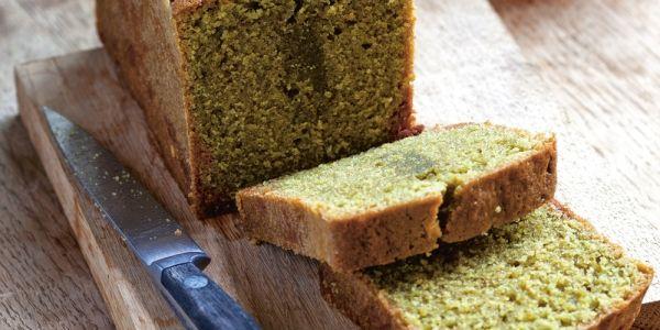 Bekijk hier ons matcha cake recept uit het kookboek Recepten uit Tokyo.