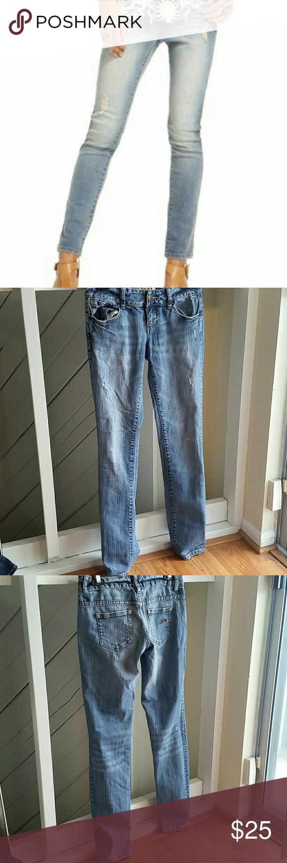 "AMERICAN RAG DESTROYED SKINNY JEANS Cute and trendy! Great with a blazer, T-shirt, and ankle boots! Excellent pre-owned condition, no visible flaws. Inseam: 31.5"". 98% cotton, 2% spandex. Size 3R American Rag Jeans Skinny"
