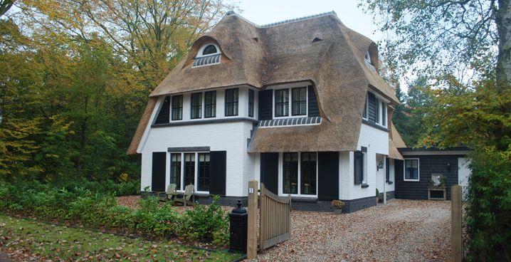 Rietgedekte villa in Huizen - i.o.v. Bouwbedrijf Lichtenberg