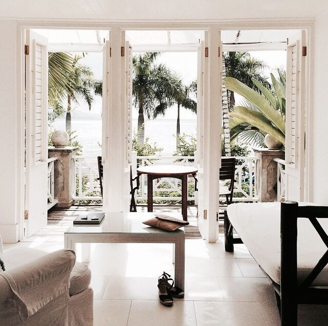 Beach House | interior | simple | clean | white | living room | decor | home | beauty \ chic | style | decorate