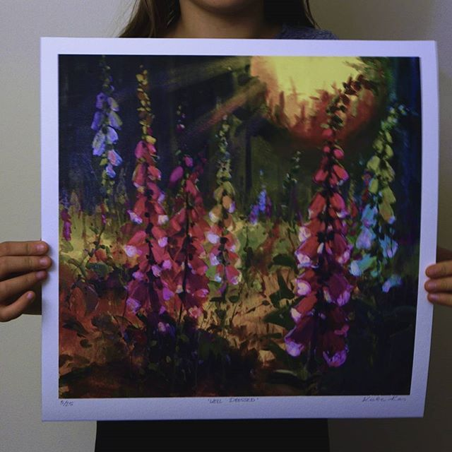 Working on a painting with foxgloves now, will post it when it's ready and in the meantime this is limited edition print. Can't wait for the foxgloves to be in bloom again! Link to my shop in bio. #rsblooms #colorsplash #artistsofinstagram #dsart #emergingartist #abmlifeisbeautiful #risingtidesociety #foxgloves #mytinyatlas #doitfortheprocess #calledtobecreative #thehappynow #thatsdarling #nothingisordinary_ #artistlife #artcurator #studioscenes #acolorstory #anthropologie #makersmovement…