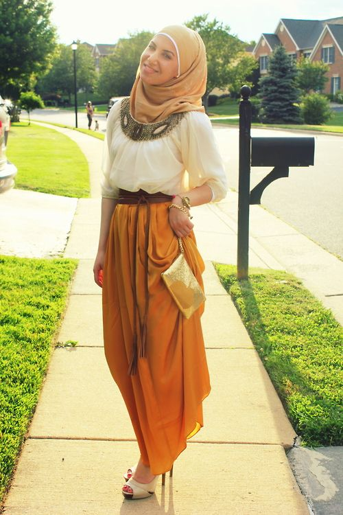 Love the way this sister has put her outfit together. I think the sleeves should be longer though. #hijabi #swag
