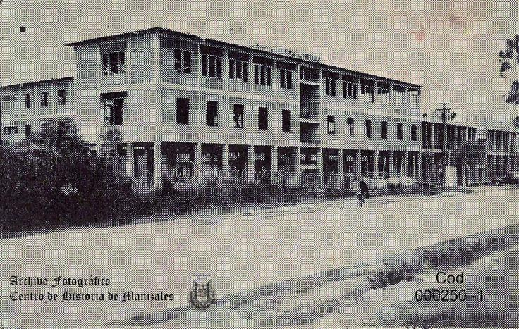 En Abril 24 de 1938, en su lote de la Avenida Cervantes, hoy Avenida Santander, es colocada la primera piedra para la construcción del Seminario Conciliar de Manizales.