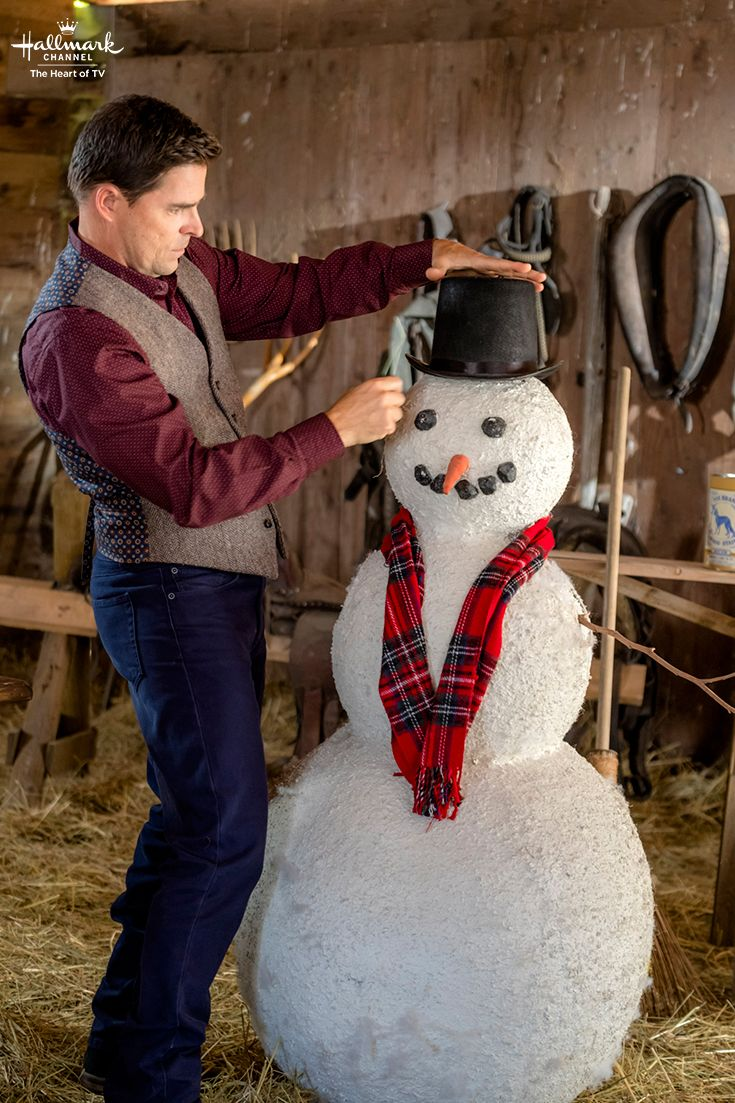 When Calls the Heart: The Christmas Wishing Tree - Lee (Kavan Smith) carves out a snowman with skill!  #CountdownToChristmas #HallmarkChannel #WhenCallsTheHeart