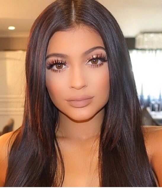 Kylie Jenner makeup light eye application with a nude lip... Gorgeous