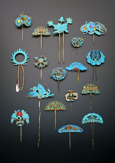 COLLECTION OF CHINESE GILT METAL AND KINGFISHER FEATHER HAIRPINS QING DYNASTY Variously formed as insects, bats, birds, flowers and shou characters, some decorated with small pearls and coloured stones, 17.5cm max. (17) Provenance: a private collection, London.