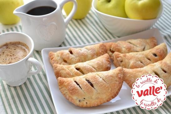 Sfogliatine mele e mirtilli, buonissimi, graziosi e con un profumo delizioso. Lo sentite?
