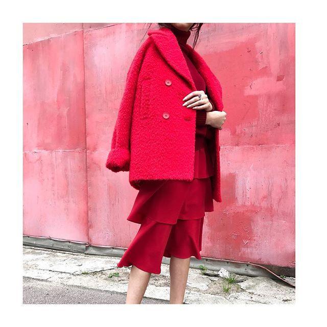 Образ в стиле total red от Jana Segetti #janasegetti #fashion #streetstyle #inspiration #outwear
