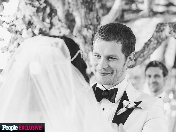 Joseph Morgan (from CW's The Originals) marries Persia White ( from Vampire Diaries) in Jamaica