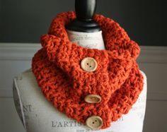 Ganchillo bufanda de capucha naranja calabaza con 3 botones de madera,
