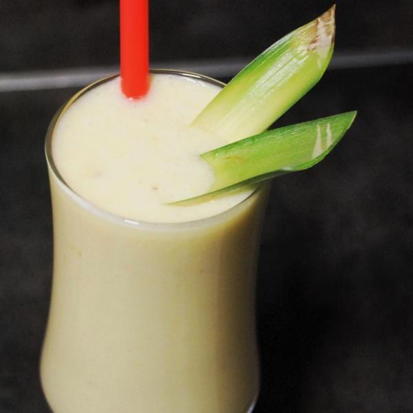 Aprenda a preparar batida de coco e abacaxi com esta excelente e fácil receita.  Se você gosta de batidos mas não sabe que ingredientes misturar, ou procura receitas...