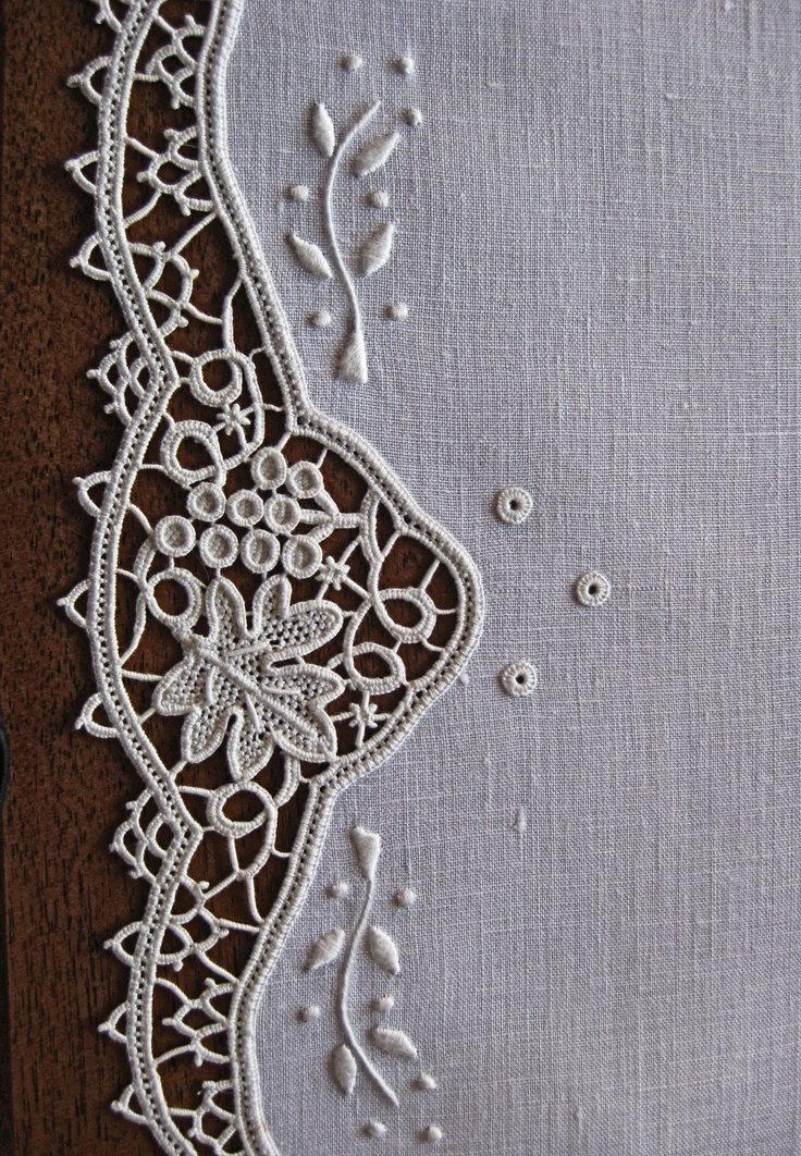 Patricia Girolami,  Grapes and vine design, aemilia ars needlelace.