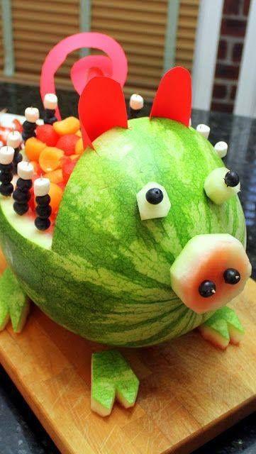 Een varken watermeloen