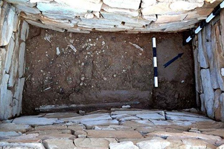 Mycenaean warrior tomb unearthed at Marathon