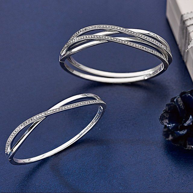 Inspired by the mesmerizing galaxy our new Entwined Bangle is a November must-have #PANDORA #PANDORAbracelet