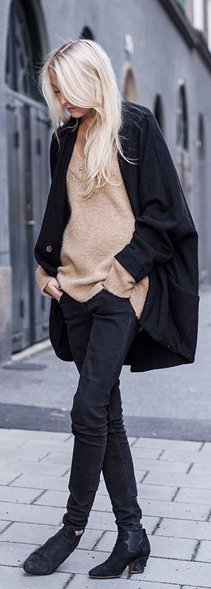 Camel And Black Outfits: Ellen Claesson is wearing an all black and camel outfit, camel coloured oversized sweater from Zara, black jeans from Gina Tricot and the ankle boots are from Acne Studios