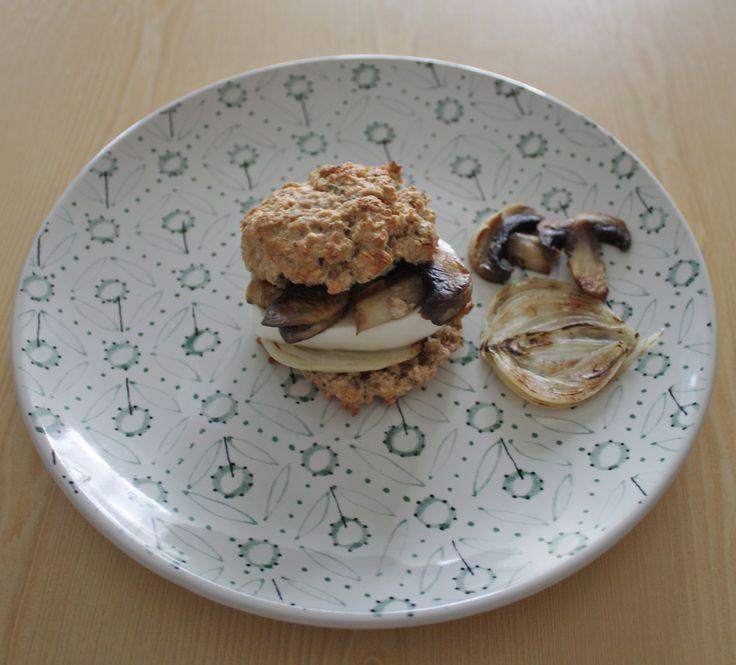 Mushrooms-mozzarella-onion burger | Oatmeal scones