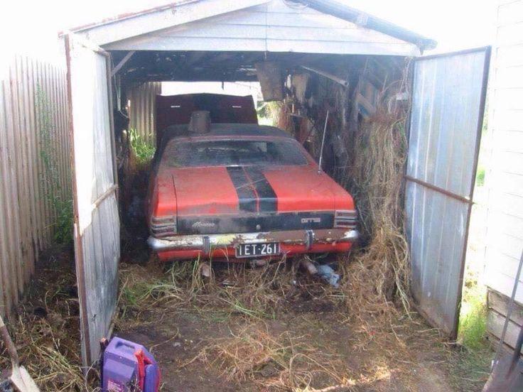 Verlassene Fahrzeuge Autos Finden Rostigen Scheunenfunde Cool Cars Holden Monaro Barn Garage Closed Doors