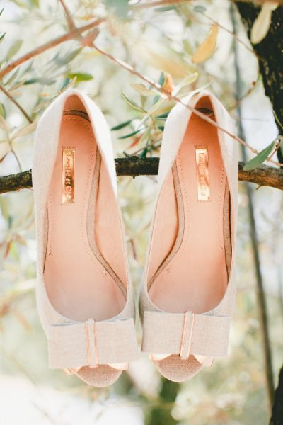 Peach wedding shoes: http://www.stylemepretty.com/2014/10/29/vintage-chic-winery-wedding-with-pops-of-purple/ | Photography: Onelove - http://www.onelove-photo.com/