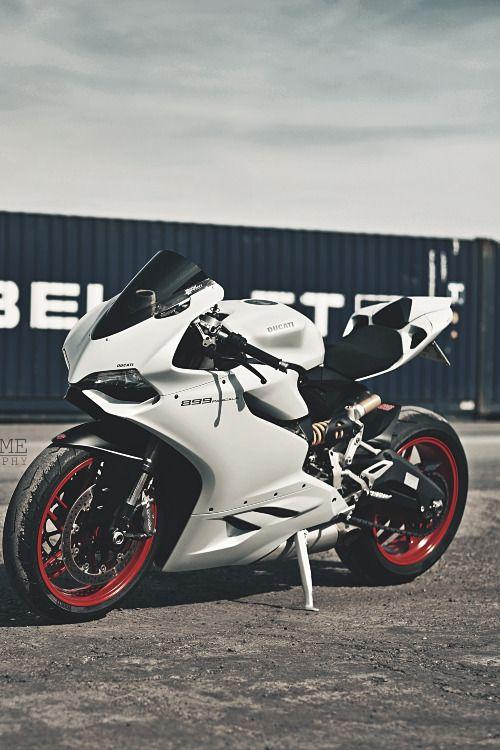 Ducati @anichamola #style #ducati #bike