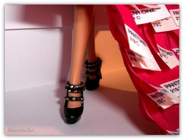 Mi Pantone (Barbie Basics nº12 Collection 001) by RebecaNavRed, via Flickr