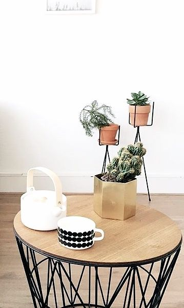 Loving the plant stands by Ferm Living and the brass hexagon pot the wire basket and top as the side table topped with the Oiva white teapot and cup by Marimekko, two of our favourite Scandi brands sitting beautifully together.Via NordicDays.nl | Ferm Living | Marimekko | Joannegelderman88