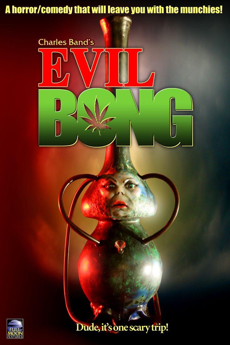 """FILME: Evil Bong  SINOPSE: Tommy Chong, da lendária equipe de comédia Cheech and Chong, é o ator que protagoniza, este filme que é uma satira do gênero """"terror"""". A história é sobre uma marica que é possuída por espíritos malignos que começam a aterrorizar os """"fumadores de erva"""". Um filme que presta tributo aos filmes de terror de classe B, à """"cultura da erva"""" e que está recheado de coisas absurdas."""