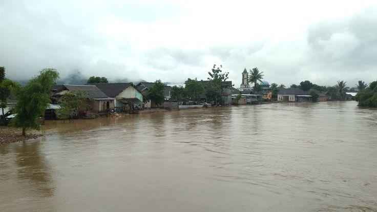 Sungai Meluap, Rumah Warga Di Bantaran Sungai Tergenang
