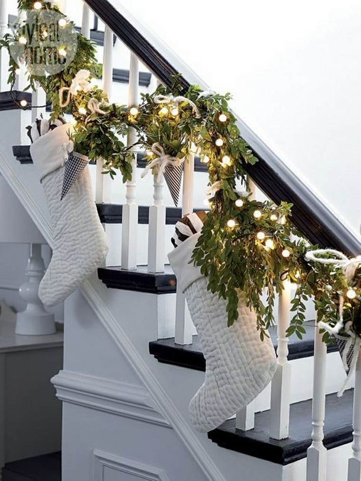 Staircase Christmas Decorations Ideas