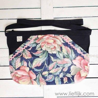 Super praktisch en mooi wasknijperschort, om heel handig je was op te kunnen hangen. Verkrijgbaar op www.lieflijk.com