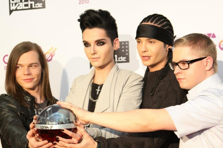 Tokio Hotel é uma banda alemã de pop rock. A banda foi fundada em Magdeburgo em 2001 pelo vocalista Bill Kaulitz, Tom Kaulitz guitarrista, Georg Listing baixista e o baterista Gustav Schäfer.