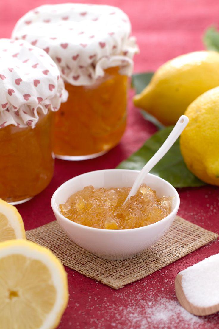 Scegli i #limoni migliori e dai un tocco speciale alla tua #colazione e ai tuoi #dessert: #marmellata di limoni! (lemon jam) #Giallozafferano #recipe #ricetta