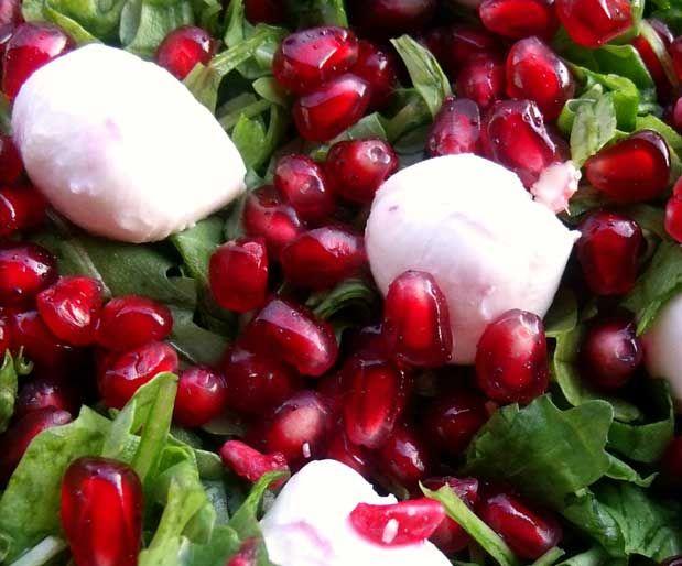 Armutlu Roka SalatasıMalzemeler;    1 bağ roka    1-2 armut    2 yemek kaşığı ince doğranmış maydanoz    1 sap taze soğan    1/2 portakal kabuğu rendesi    2 kaşık sızma zeytinyağı    1 kaşık nar ekşisi    1 kaşık doğal sirke    1/2 tatlı kaşığı bal    1/2 tatlı kaşığı hardal    Yazının Devamı: Armutlu Roka Salatası | Bitkiblog.com  Follow us: @bitkiblog on Twitter | Bitkiblog on Facebook