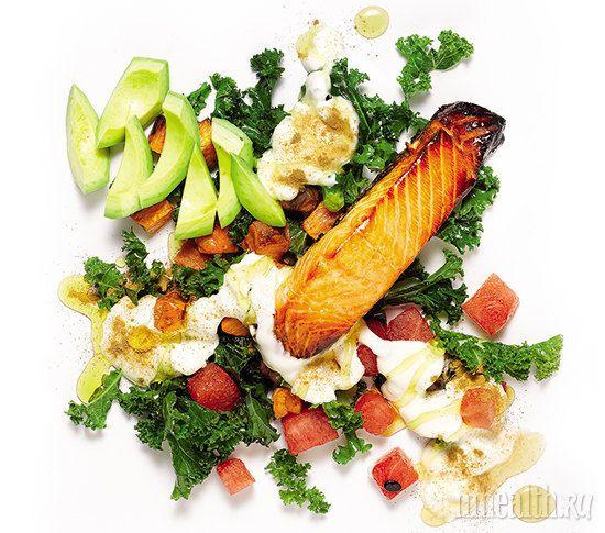 Рецепт салата для чемпионов :1 клубень жареного батата -  1 ч. л. молотой корицы - ½ авокадо - 2 ст. л. Греческого йогурта - 1 ч. л. меда -1 кусок жареной красной рыбы - 1 пучок листовой капусты - 2 порезанных куска арбуза или  яблоко