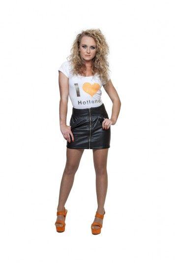I Love Holland - Wit -  De zomertrend 2014 is NEON, jij steelt de show in dit soepele witte I Love Holland t-shirt met een neon oranje hart. Glimmende pailletten voor een schitterende verschijning!