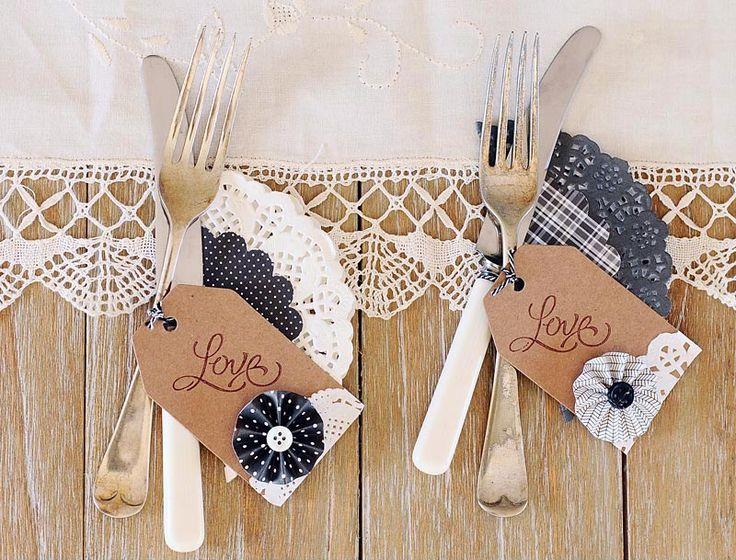 DIY Bodas : 5 ideas para decorar con blondas en blanco y negro. Decorando los cubiertos.